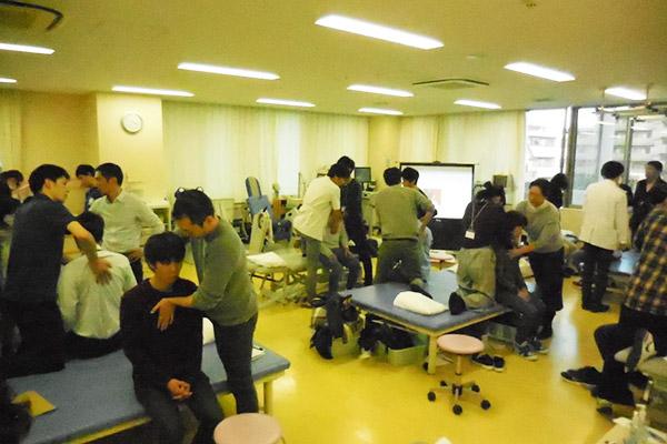 病院から地域へ発信!~慢性呼吸器チームにおけるリハビリテーション室の取り組み~